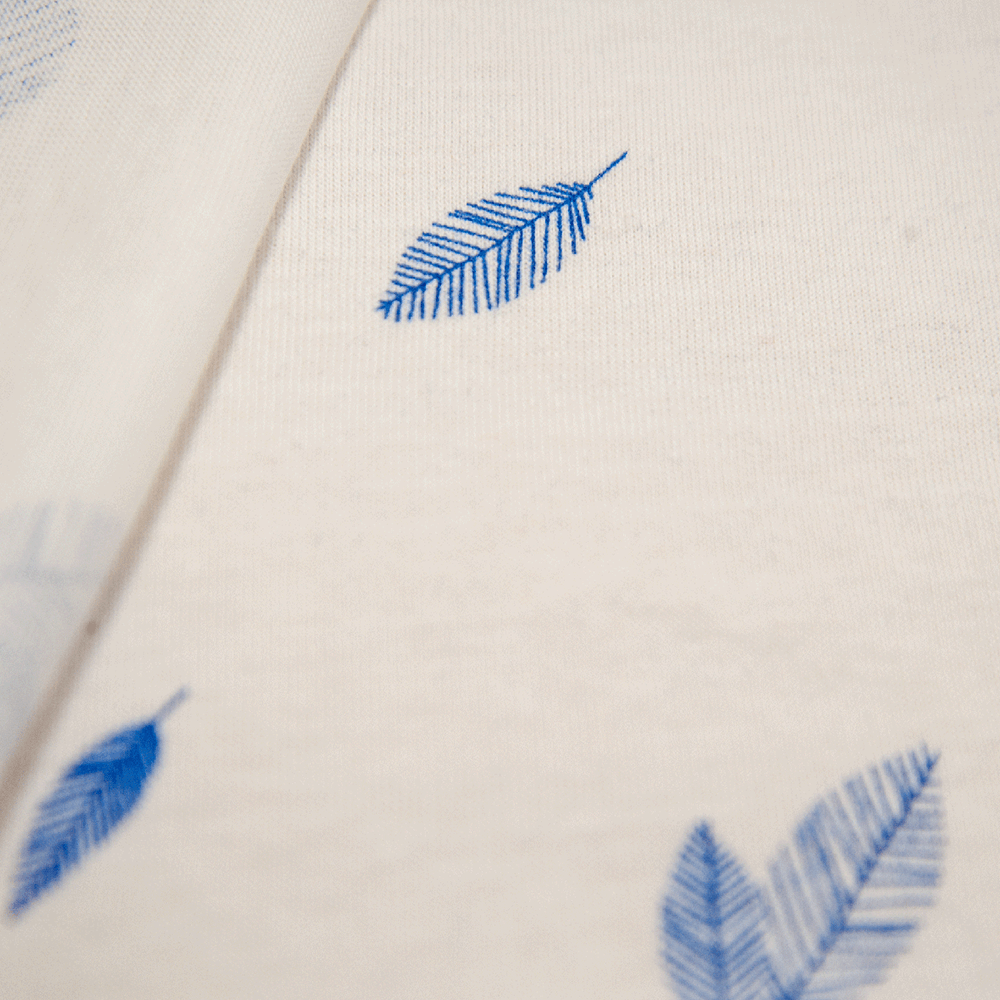 Single jersey fabric with leaves