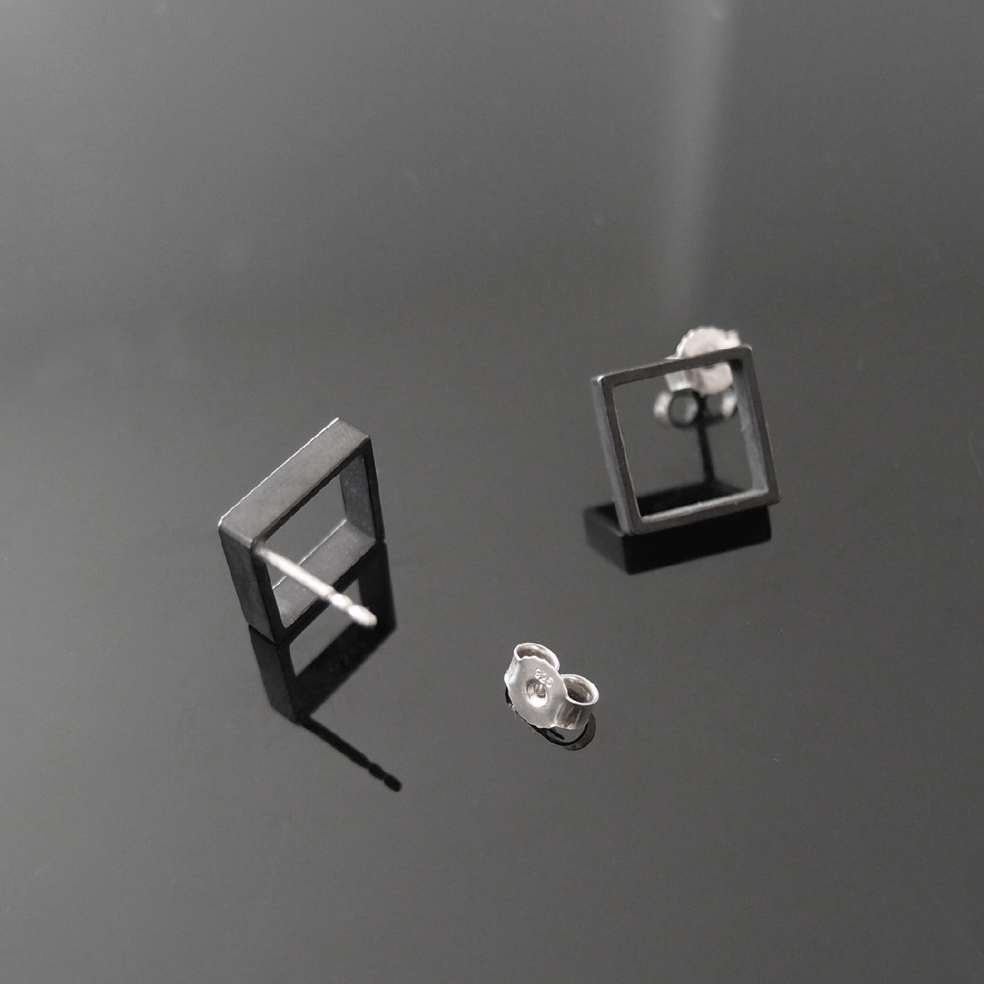 LINE Square & Check earrings