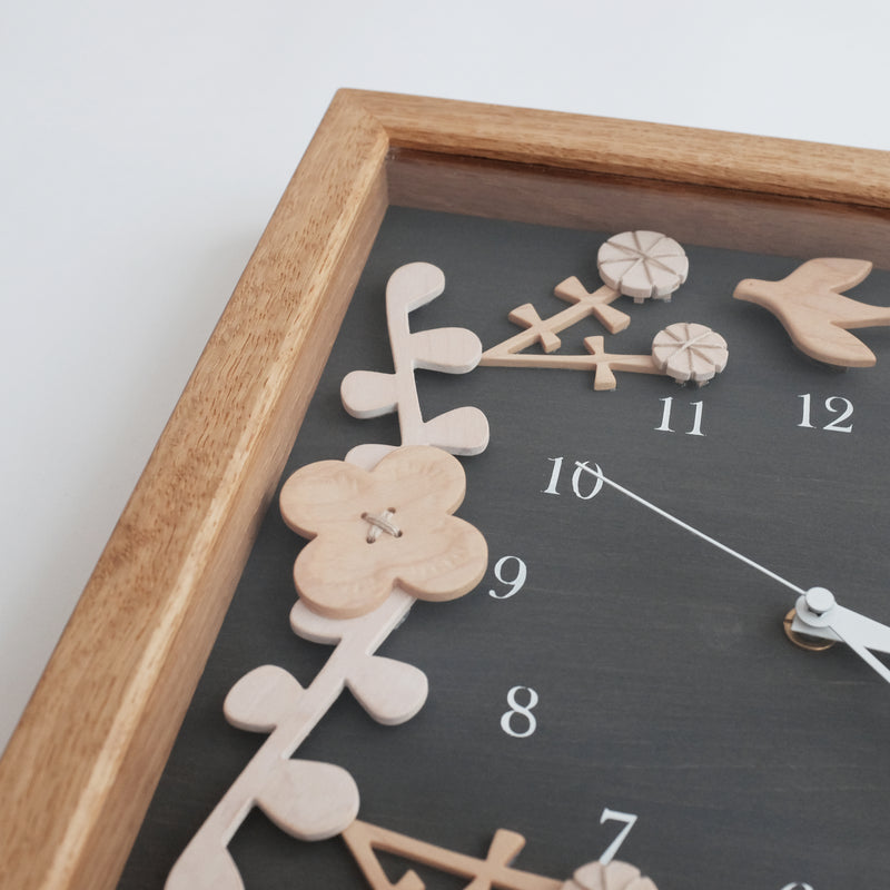 Humming Wall Clock