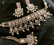 Load image into Gallery viewer, Champagne choker set PRANAM