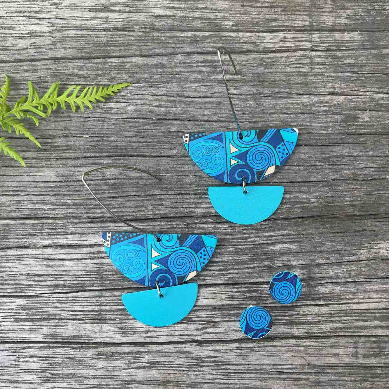 Blue pendant and stud earring set. Designed in New Zealand. www.tribalearth.co.nz