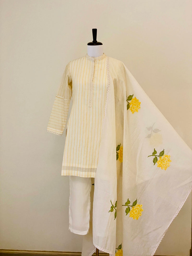 White Short Kurta with floral motifs Dupatta