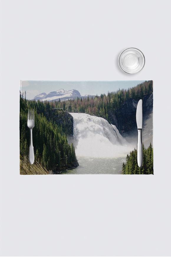 Image of a place mat from Mila Lansdowne Designer Collection Canadian Northern Beauty.