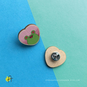 Floris the Frog | Love wood pin