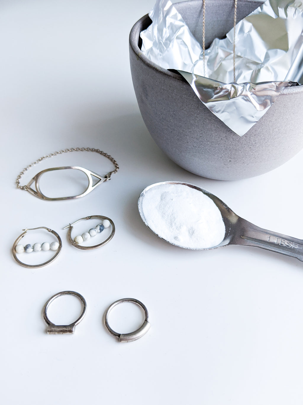 How to clean sterling silver jewelry with backing soda