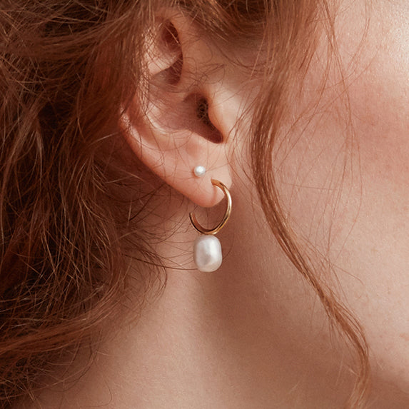 Tiny pearl 2nd stud earring