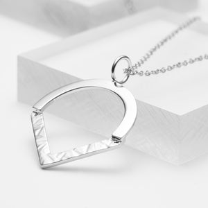 Sterling silver geometric hammered pendant necklace