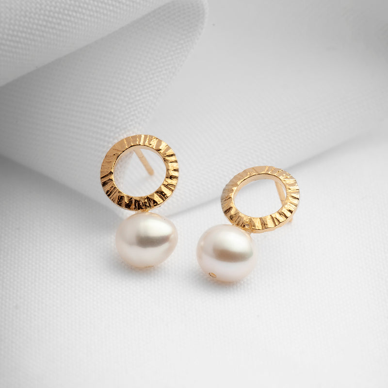 Gold hammered earrings with freshwater pearls