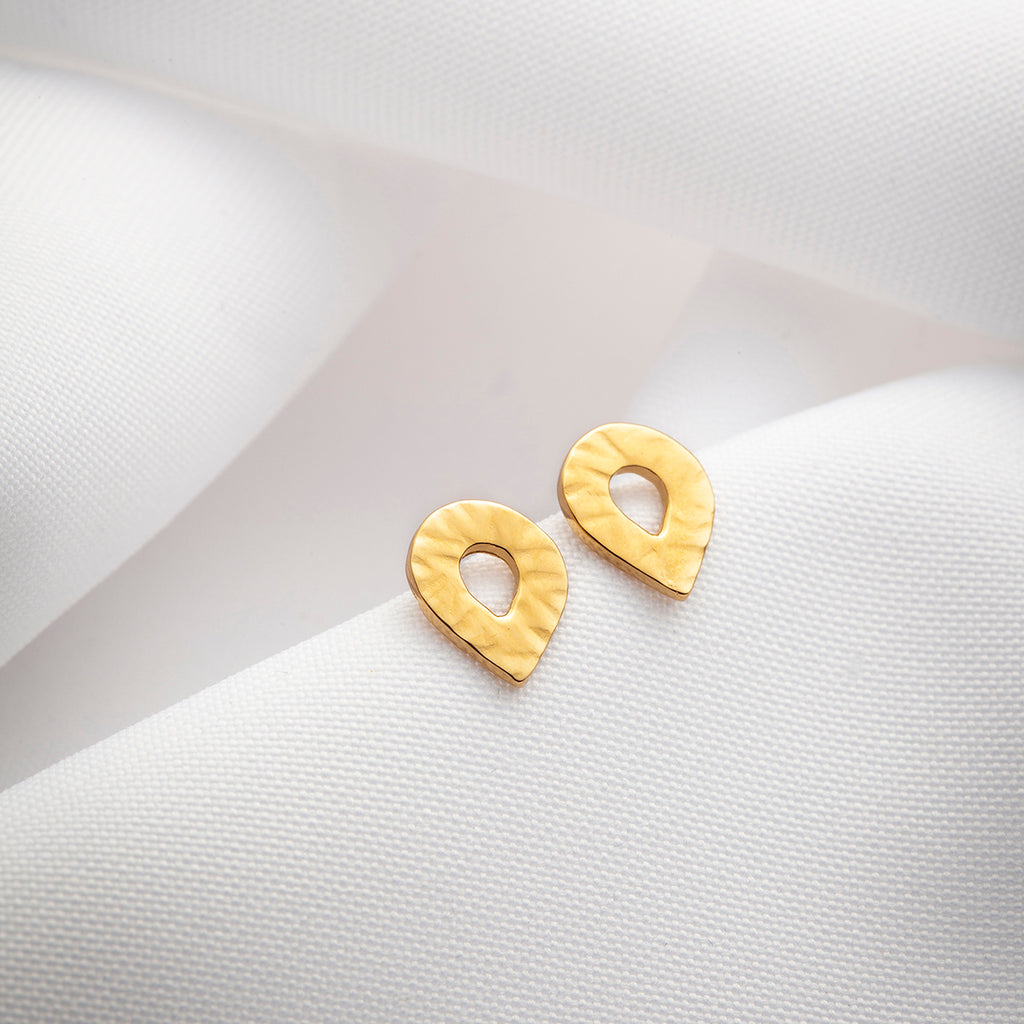 Flore, small hammered teardrop stud earrings