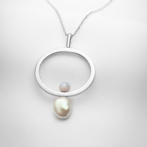 Long silver necklace with oblong pendant, a big pearl and blue lace agate stone
