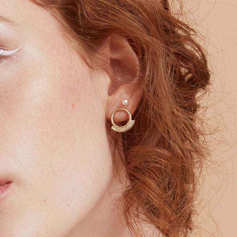 gold circle and bar earrings stud