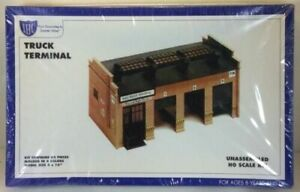 Truck Terminal Plastic Model Kit HO Scale IHC 7758