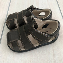Load image into Gallery viewer, See Kai Run Sandals Size 5.5