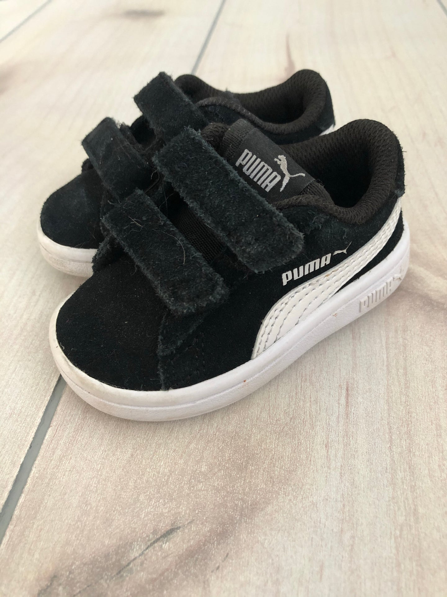 Puma Boys Black and White Sneakers Size 4