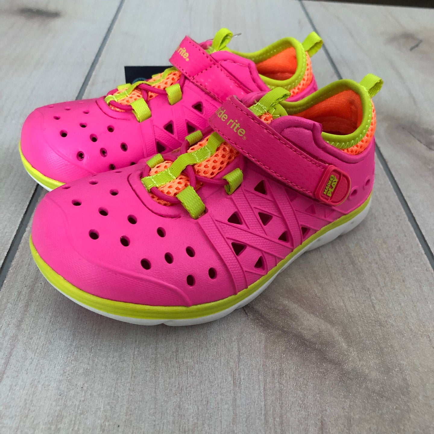Stride Rite Made2play Sneaker 8 NWT