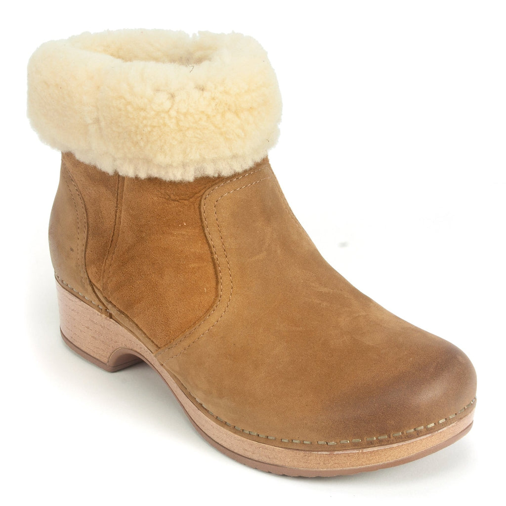 Dansko Bettie Women's Shearling Leather Clog Bootie Honey | Simons Shoes