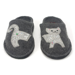 Haflinger wool slippers with smiling cat applique