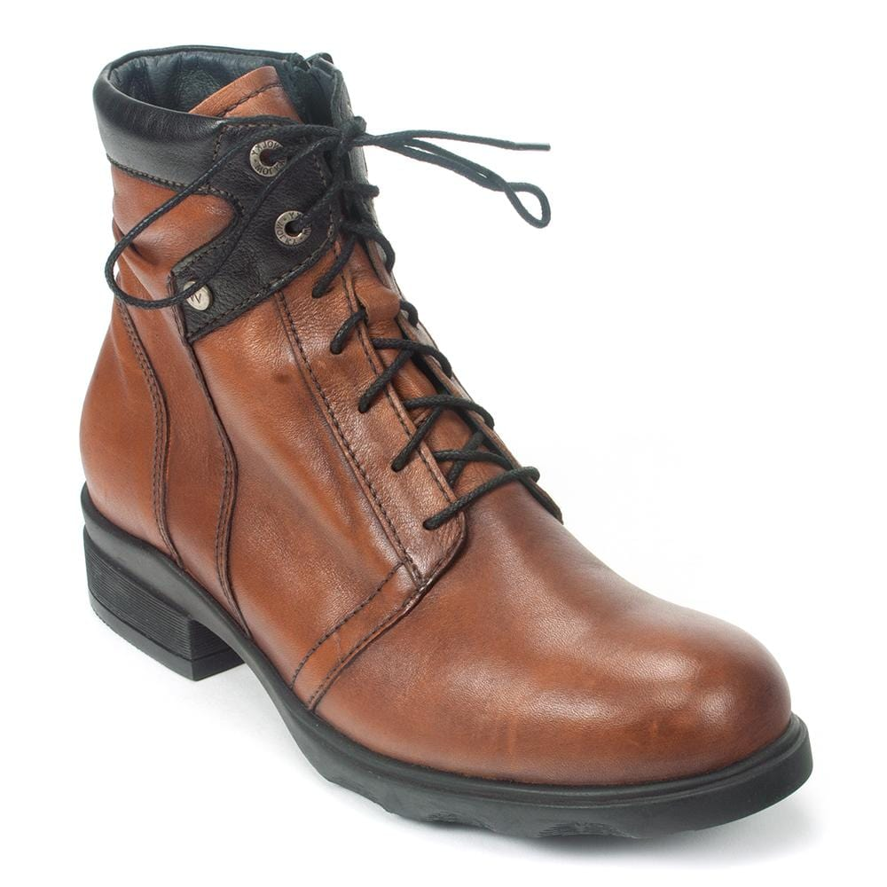 Wolky Center | Women's Waterproof Leather Lace Up Boot | Simons Shoes
