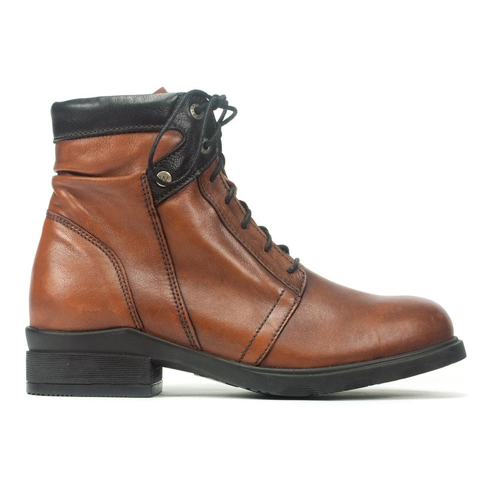 Wolky Center | Women's Waterproof Leather Lace Up Boot | Simons ShoesWolky Center | Women's Waterproof Leather Lace Up Boot | Simons Shoes