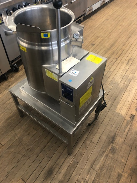Reconditioned/Used: KGT-6-T, 6 Gallon Gas Countertop Kettle, Cleveland
