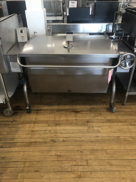 Reconditioned/Used: HFP/IE-4, 40 Gallon Gas Braising Pan / Tilting Skillet, Groen