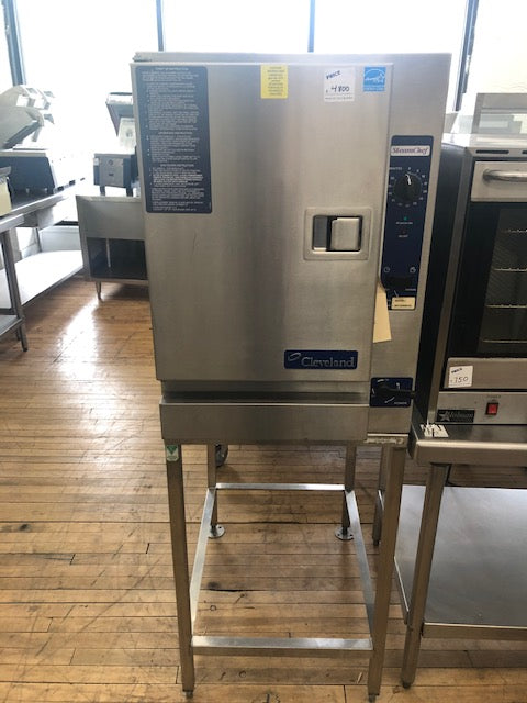 Reconditioned/Used: Cleveland, 22CGT6.1, Electric Steamer w/ Stand