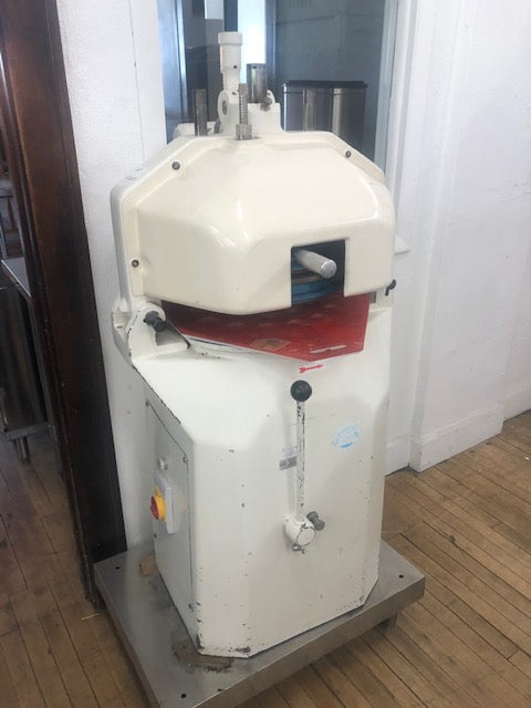 Reconditioned/Used: Erika, Dough Divider