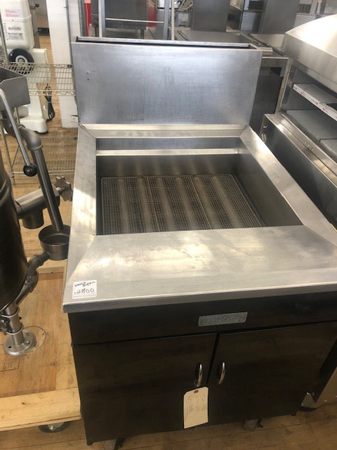 Reconidtioned/Used: Pitco, 24FS, Propane Fryer