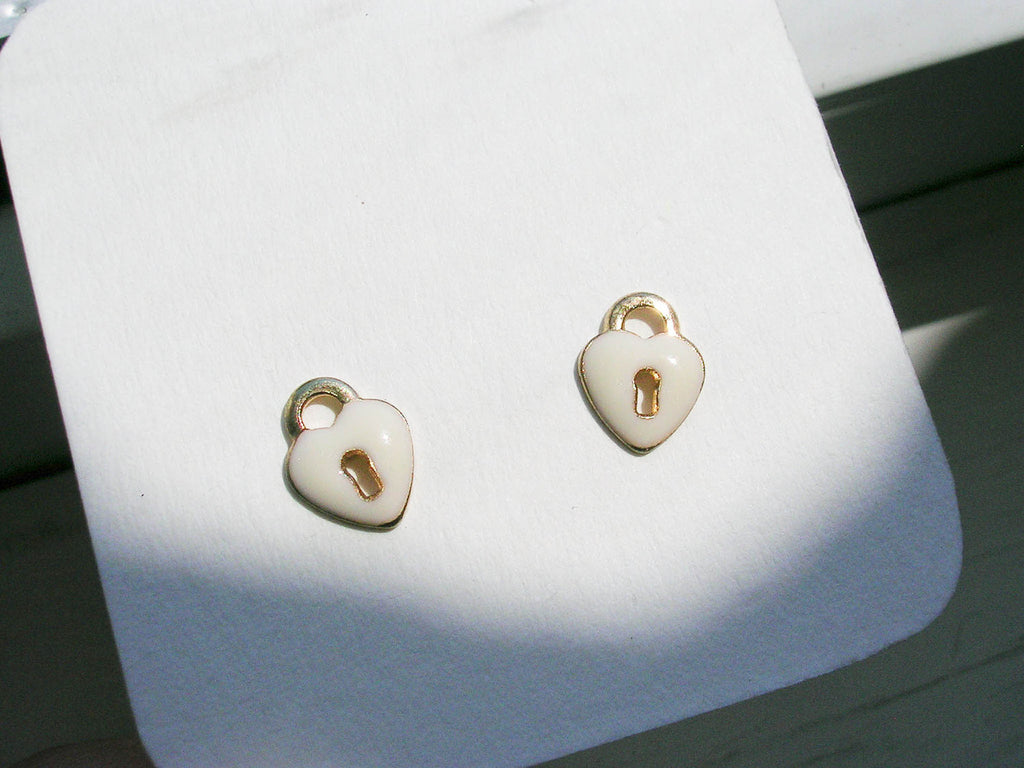 Heart shaped Key holes earrings studs enamel golden and white color