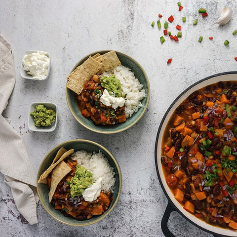 Epic Meat-free Chili Bowl Dinner Party Recipe Ideas // PreppedFRESH