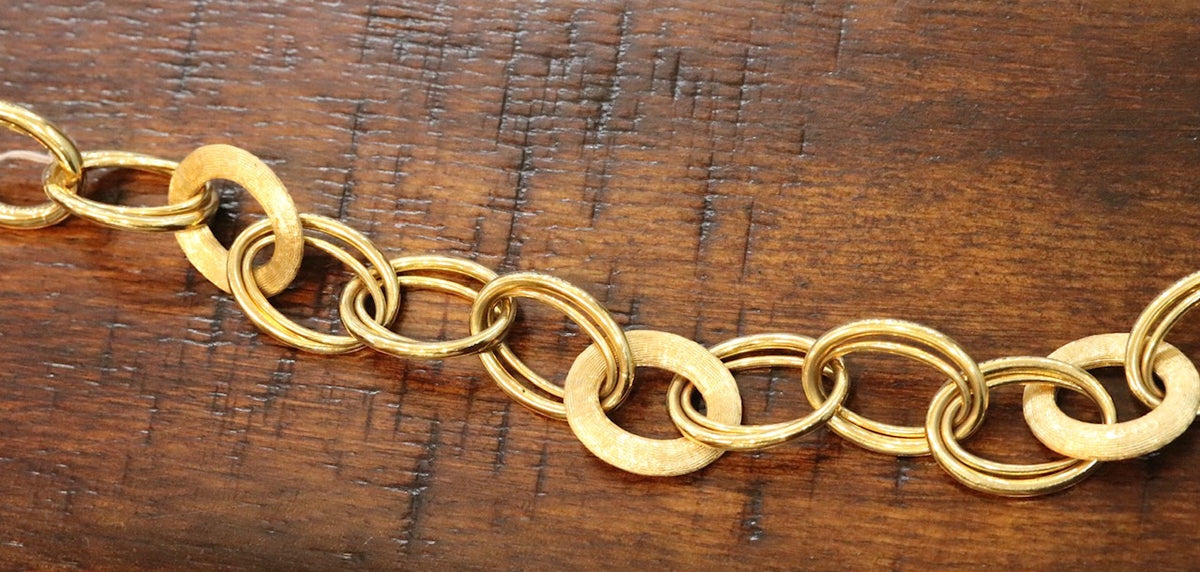18K yellow gold chain bracelet with brushed links