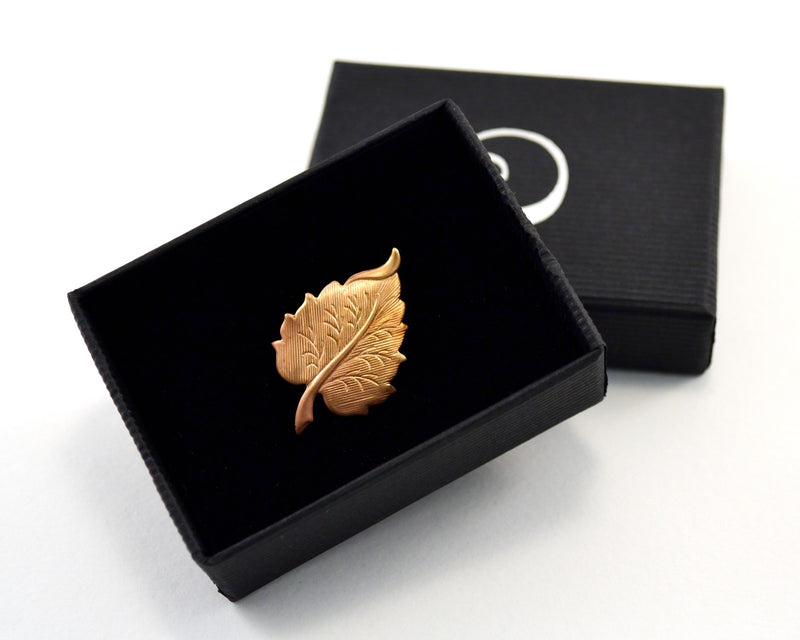 products/autumnal-leaf-pin-nature-lover-gift-01.jpg