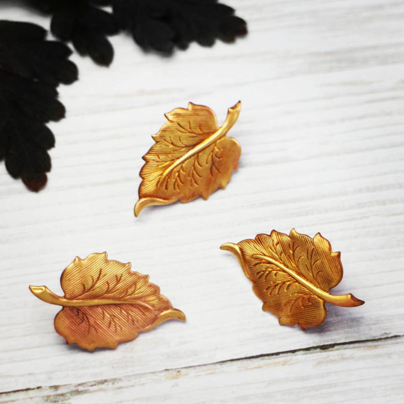 products/autumnal-leaf-pin-nature-lover-gift-05.jpg