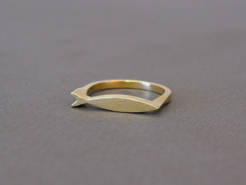 products/fish-ring-keep-swimming-02.jpg
