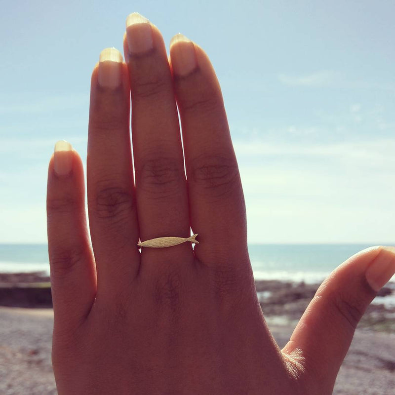 products/fish-ring-keep-swimming-05.jpg