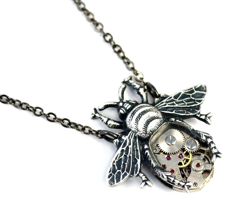 products/silver-bee-necklace-steampunk-01.jpg