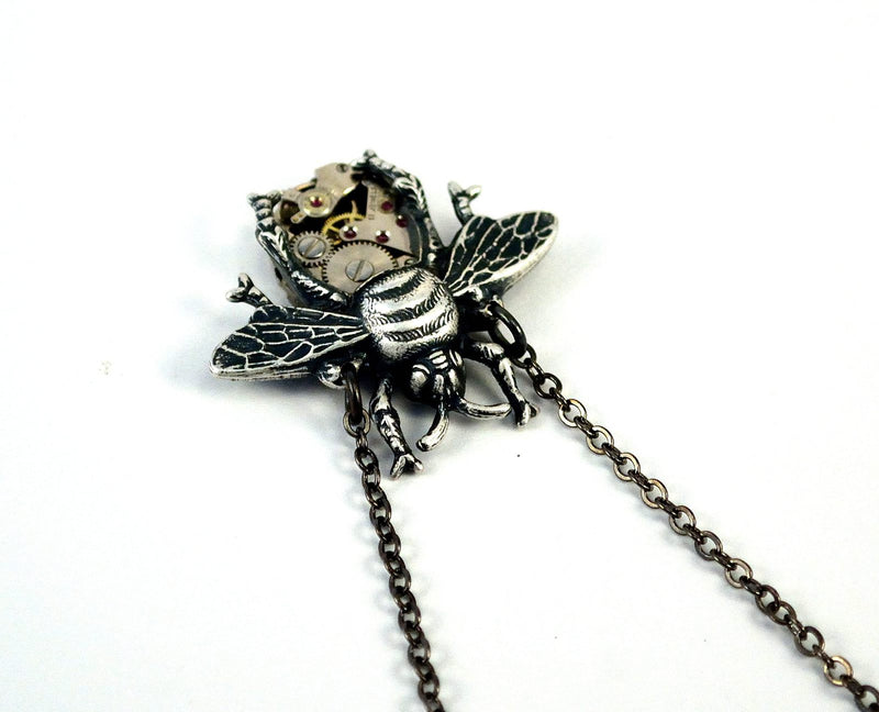 products/silver-bee-necklace-steampunk-02.jpg