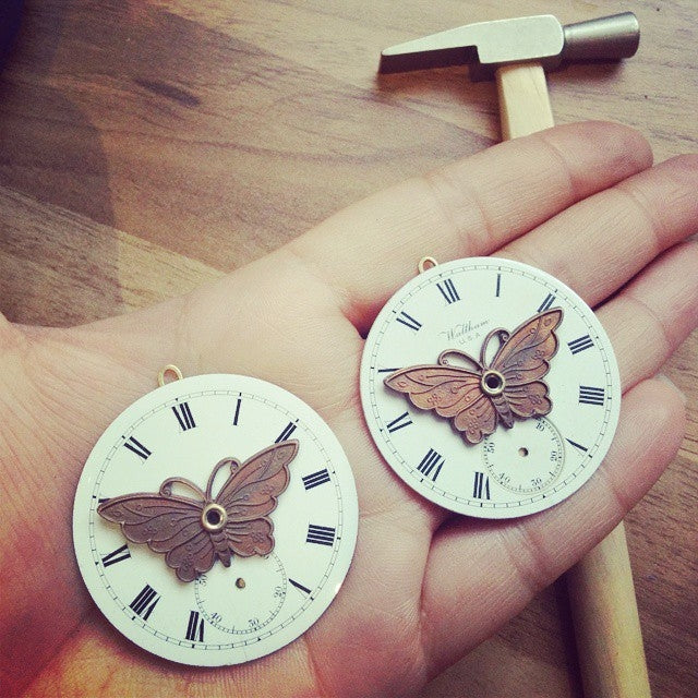 products/steampunk-butterfly-necklace-with-enamel-pocket-watch-dial-05.jpg
