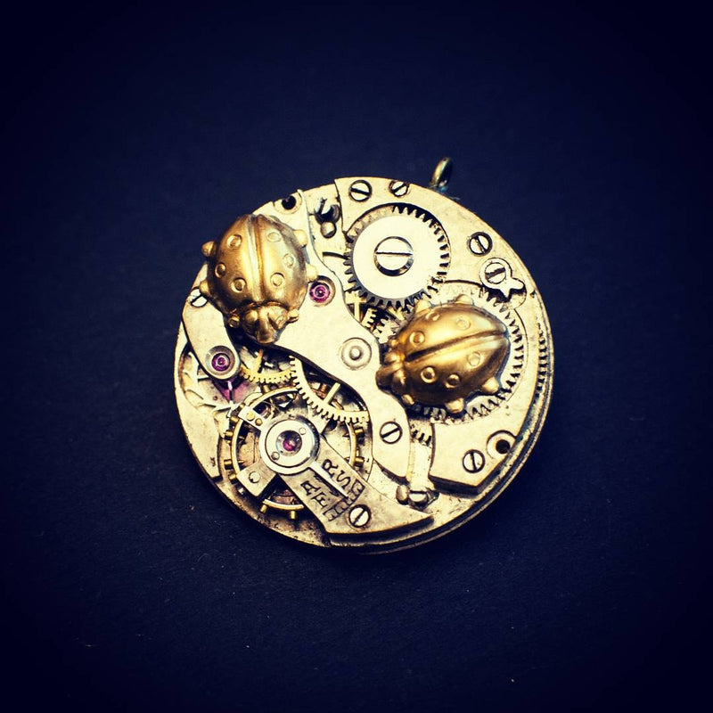 products/steampunk-ladybug-brooch-pin-watch-movement-05.jpg