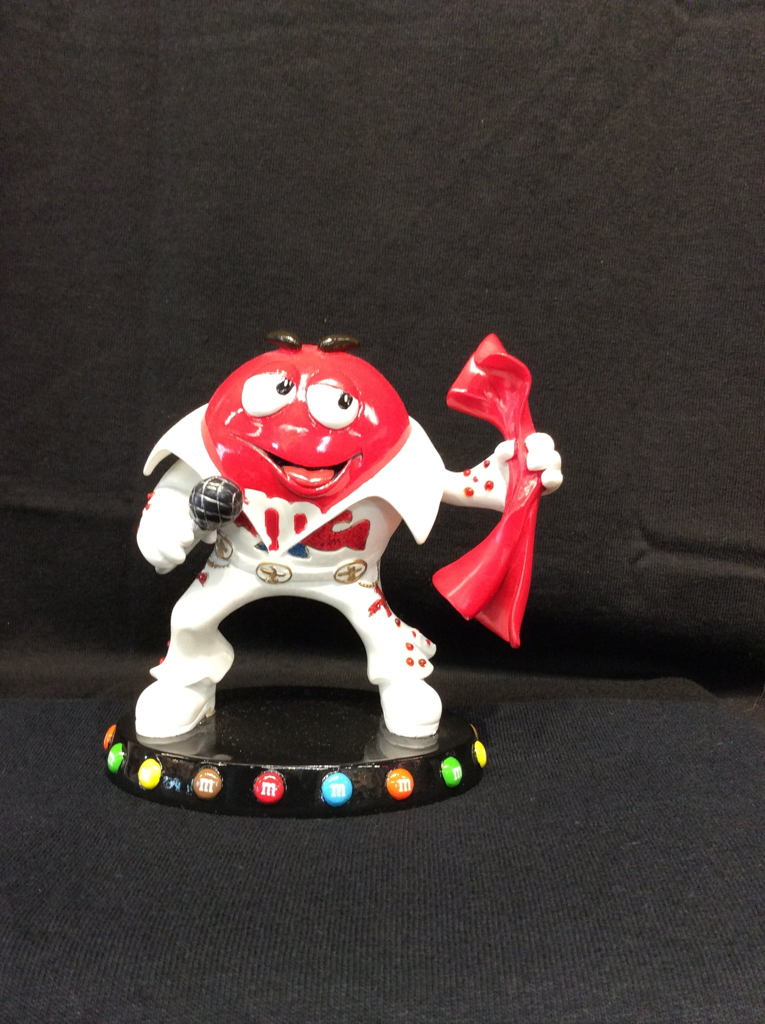 Figurine Elvis M&M's Red w/scarf