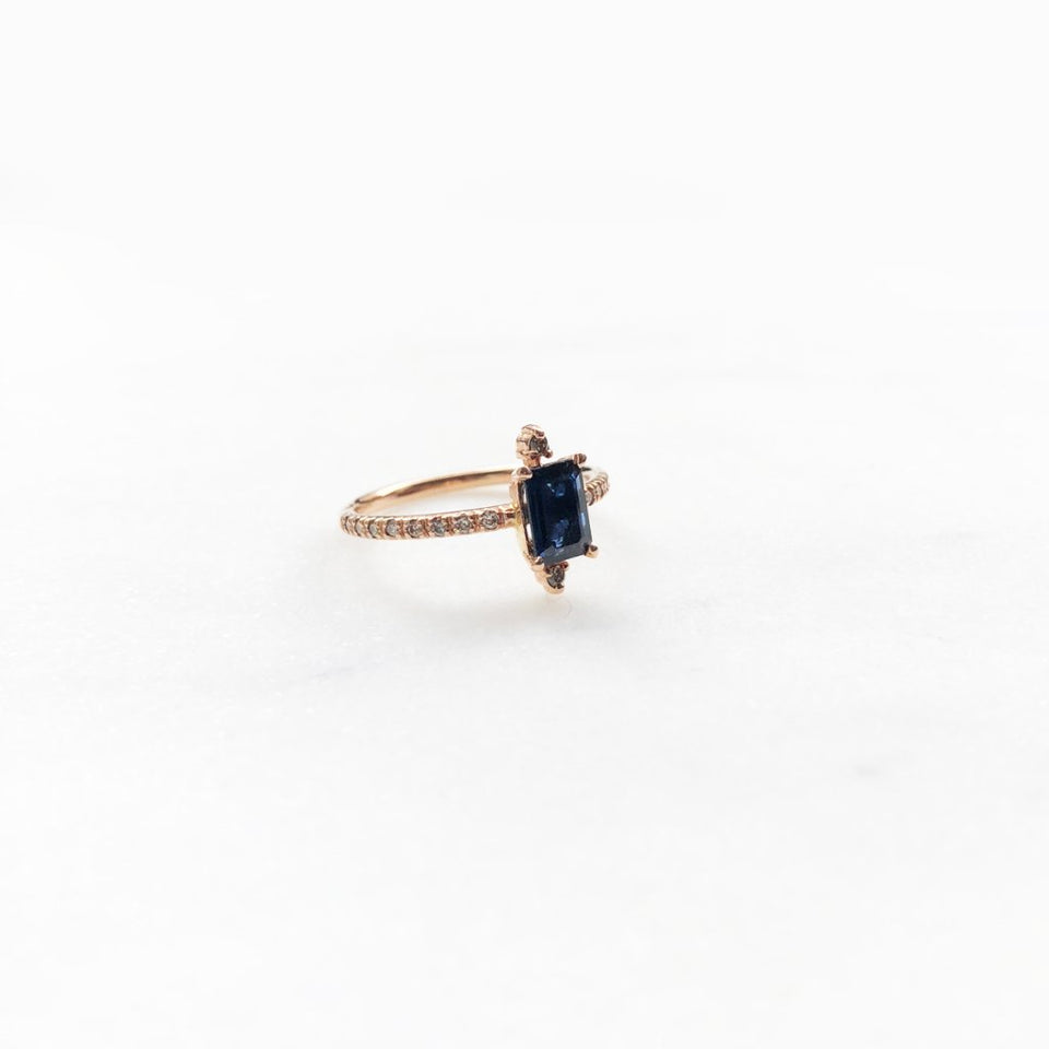 SPARKLING BLUE SAPPHIRE RING (S)