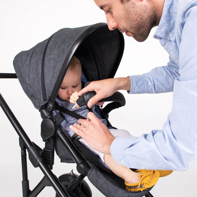 phil&teds voyager buggy in charcoal grey with baby and parent closing bumper bar for better safety_charcoal