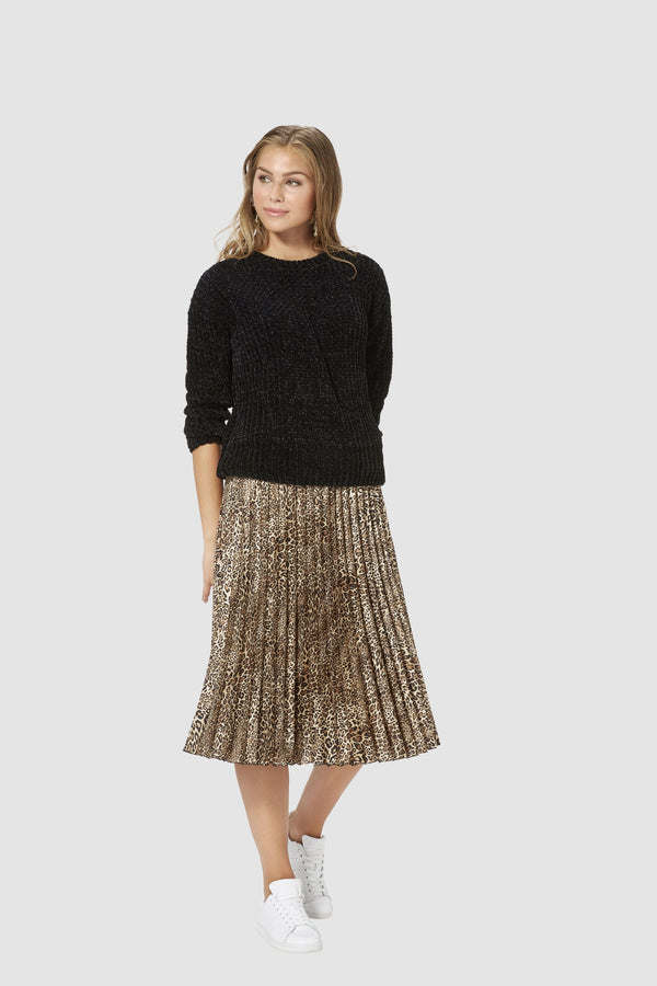 Pleated skirt with leopard print