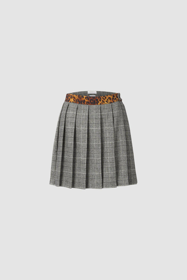 Short pleated skirt with leopard print accents
