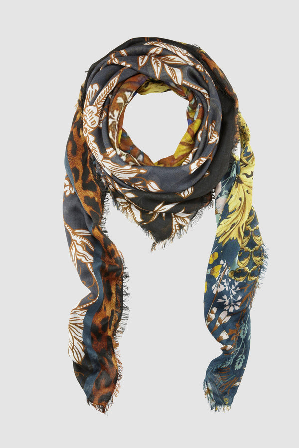 Scarf in floral mix of patterns