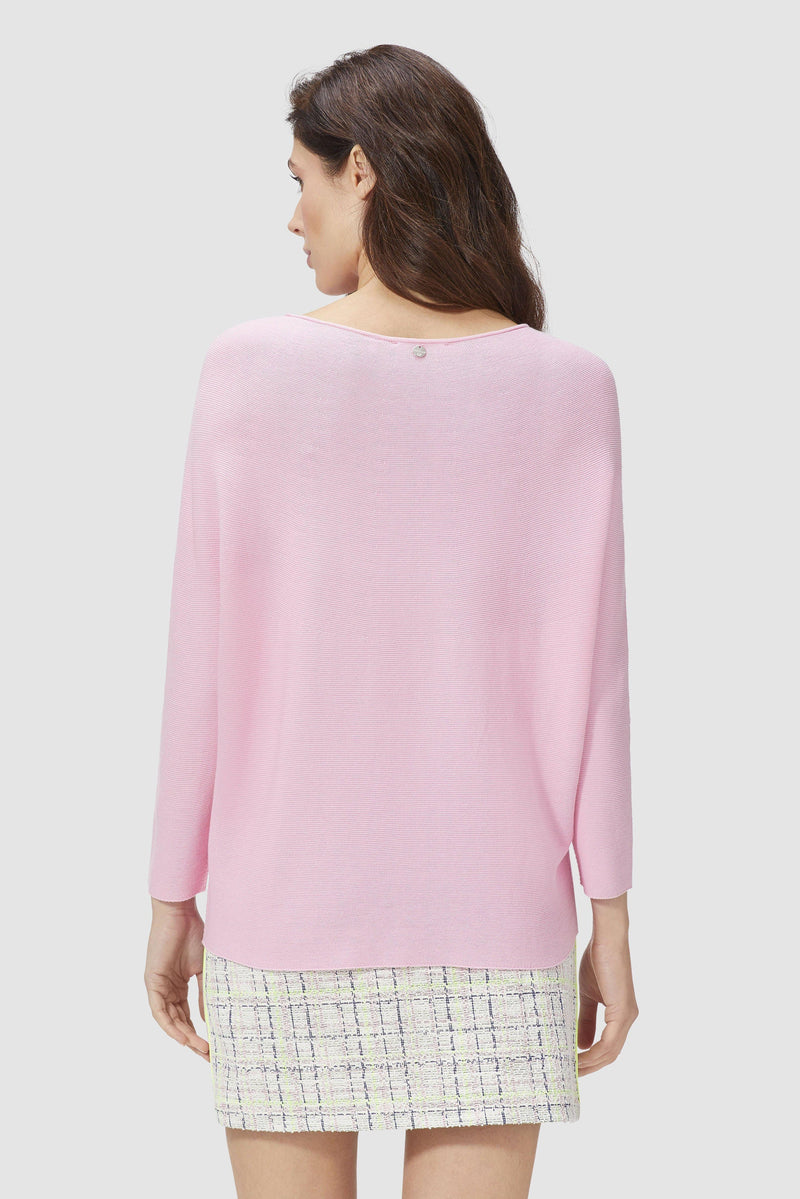 Jumper with batwing sleeves