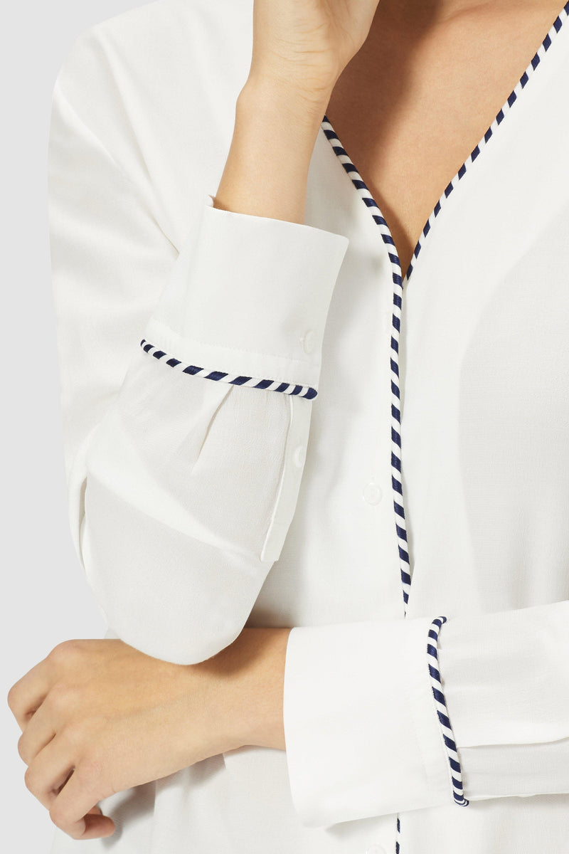 Blouse with piping