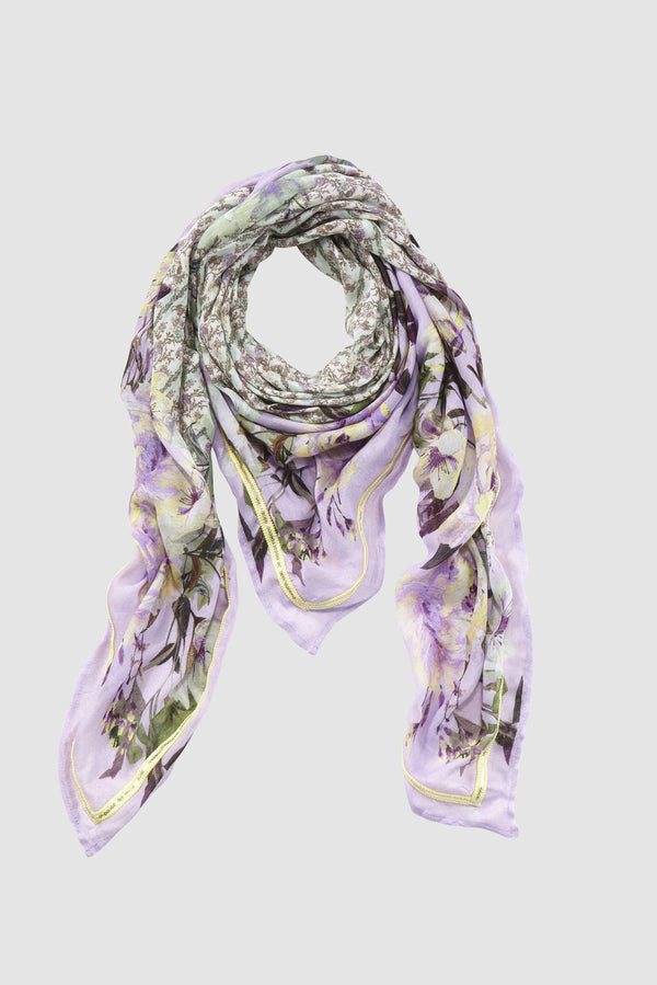 Scarf in mix of prints