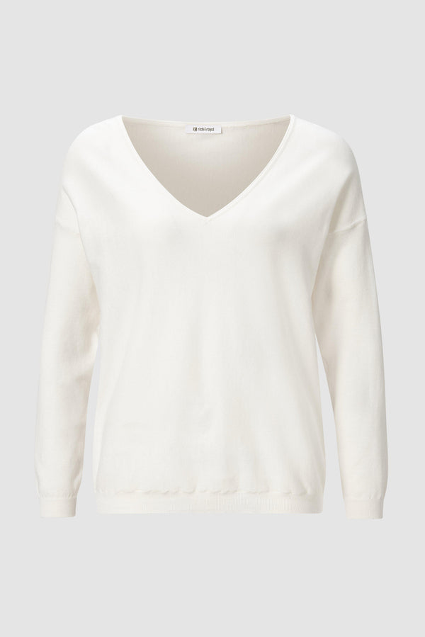 Soft, fine-knit V-neck jumper