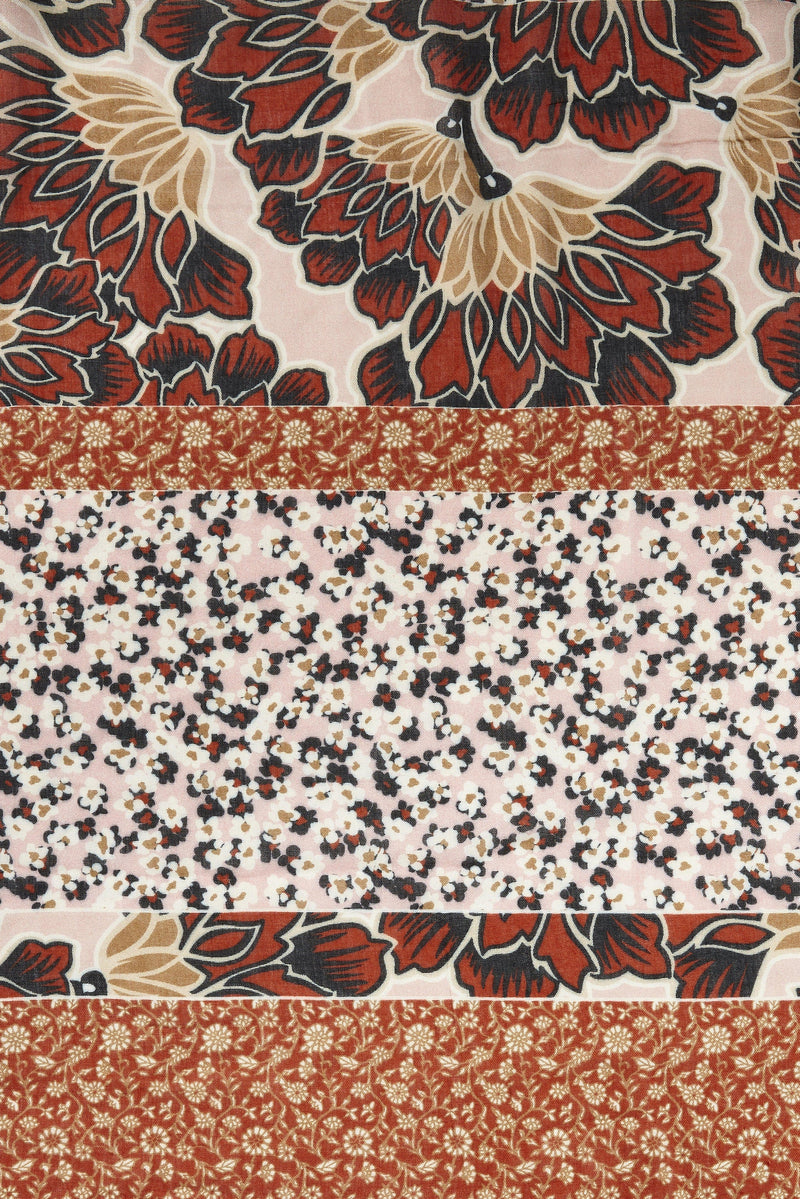 Rich & Royal - Scarf in floral mix of patterns - detail view